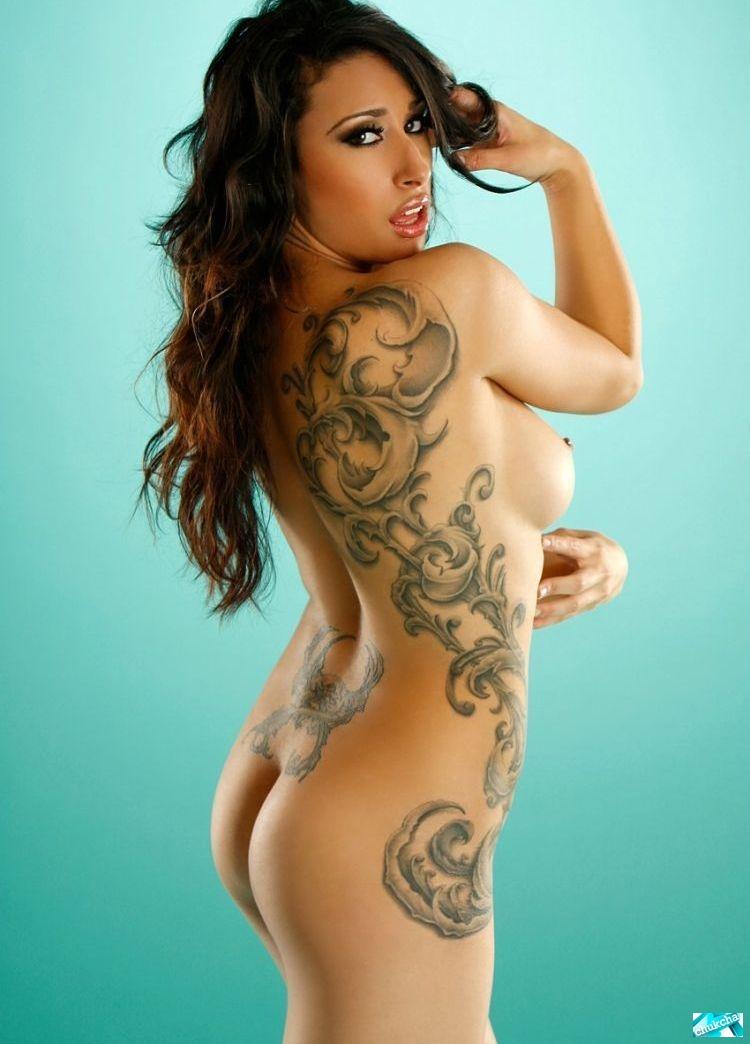 foto-golih-tatuirovannih
