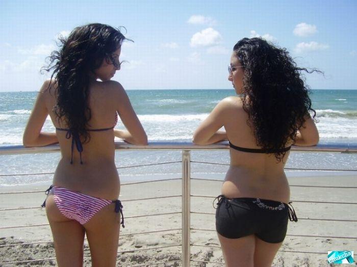 Девушки на пляже в бразилии