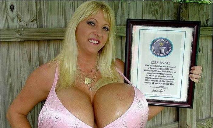 Размер ума женщины = размер груди.